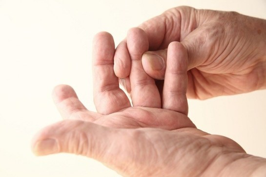 Mengatasi Gejala Rematik Sendi Jari Tangan Sakit Dan Kaku